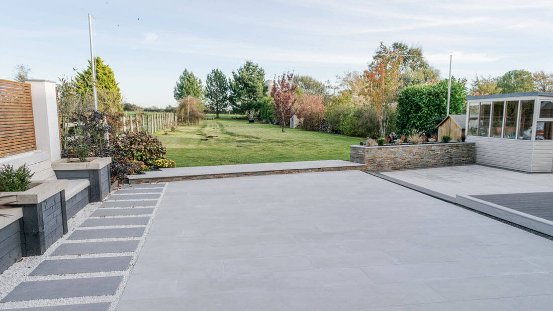 Outdoor space with porcelain paving